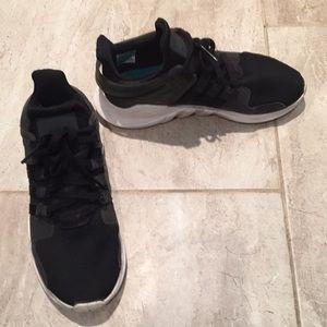 Le adidas eqt nero correre le scarpe da ginnastica size5 poshmark